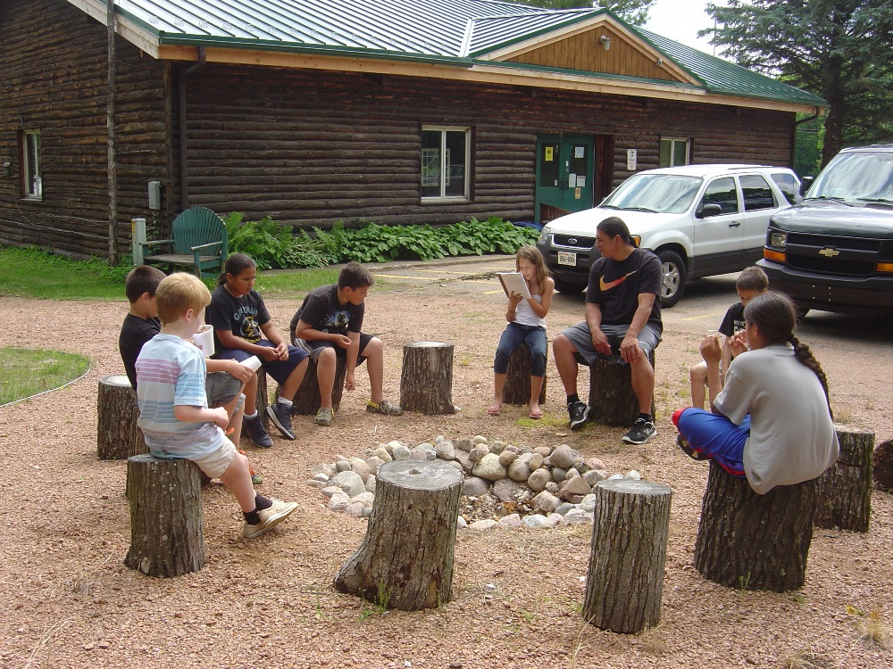 Group of kids reading 006 (2).jpg
